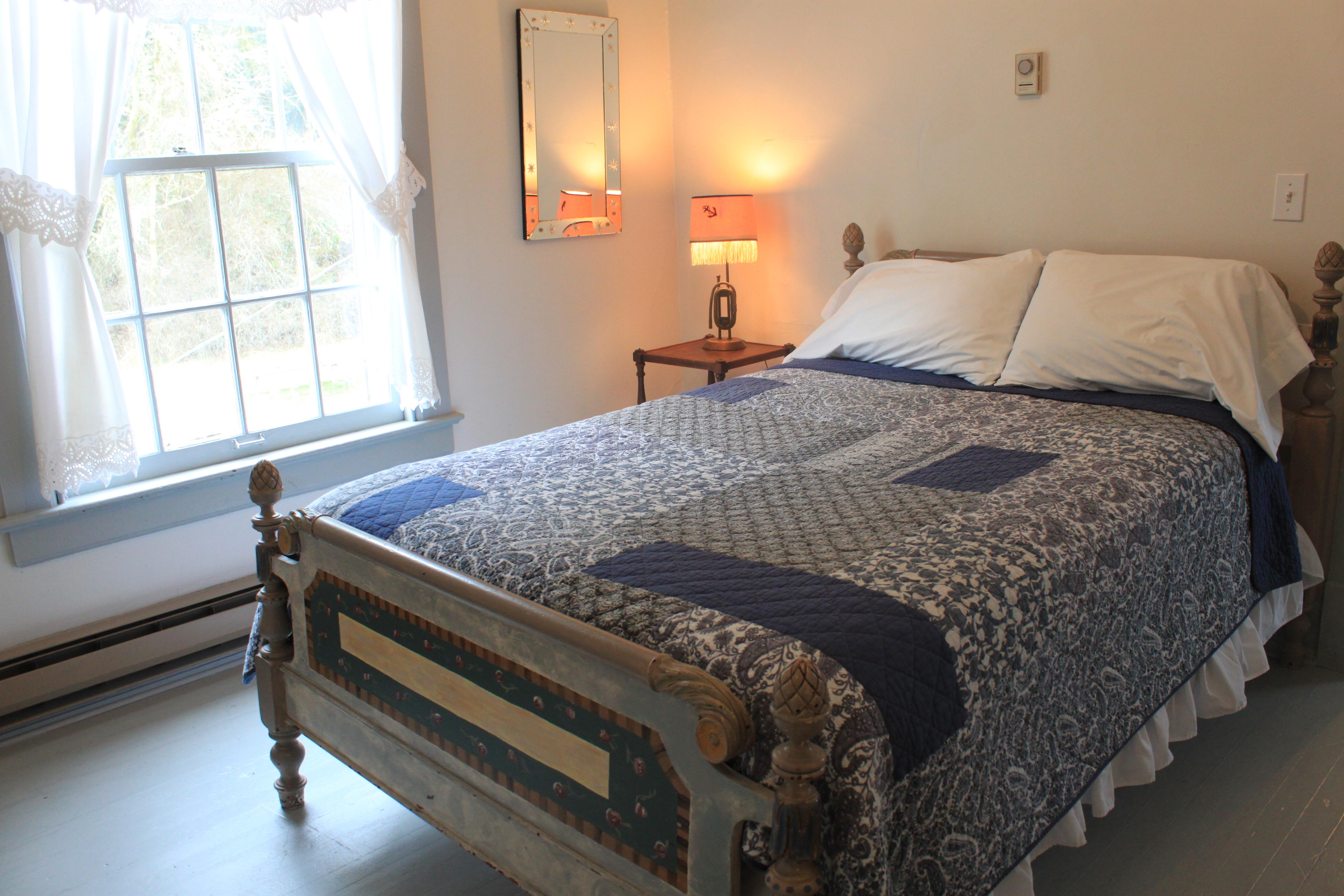 Fort Casey Inn Unit 6 Queen Bed